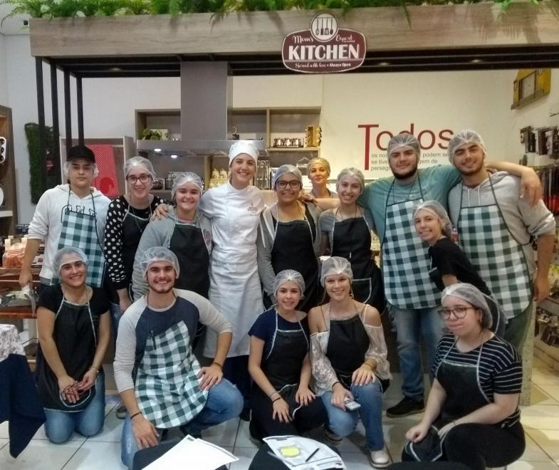 PRIMEIRO CURSO DE CULINÁRIA DO COLÉGIO PORTO ALVORADA